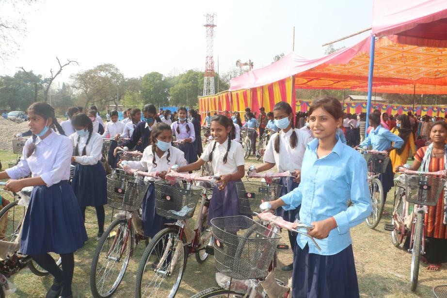 प्रदेश २ सरकारद्वारा १५ सय छात्रालाई साइकल प्रदान